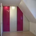Schuifdeurkast roze met design glas